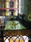 Петропавловская Крепость, д. 3, лит.ж. Петропавловский Собор. Интерьер с надгробием Петра I. Фото июль 2012 г.