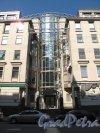 Конная ул., д. 14-16. Академия эстетической медицины. арх. Ю. И. Земцов, М.О. Кондиайн. 1999-2006. Фото июль 2012 г.