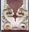 Бол. Зеленина ул., д. 28. Доходный дом герцога Н. Н. Лейхтенбергского. Фрагмент отделки. Фото май 2013 г.