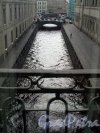 Миллионная ул., д. 35. Здание Нового Эрмитажа. Вид из окна на Зимнюю канавку. Фото апрель 2011 г.