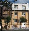 Лен. обл., Гатчинский р-н, г. Гатчина, ул. Чкалова, дом 59а. Фрагмент фасада здания. Фото август 2013 г.