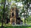 Фронтовая ул. (Стрельна) д. 2. Усадьба А. Ф. Орлова . Башня-руина. Фото август 2009 г.