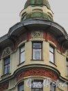Камская ул., д. 12. Доходный дом церкви Смоленского кладбища. Фрагмент фасада Угловой эркер. Фото сентябрь 2011 г.