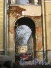 г. Красное Село, Нагорная ул, дом 47, корпус 1. Арка въезда во внутренний двор. Фото 24 февраля 2014 г.