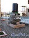 Вокзальная ул. (Сиверский), д. 1а. Декоративная фигура у Торгового центра. Фото март 2014 г.