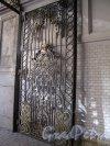 Захарьевская ул., д. 31. Особняк Д. Б. и В. А. Нейгардтов. Решетка въездных ворот. Фото 2014 г.