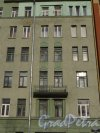 Опочинина улица, дом 7. Фрагмент фасада здания. Фото 11 апреля 2014 года.