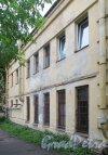 улица Одоевского, дом 23, корпус 2. Фасад здания со стороны дома 23. Фото 7 июня 2014 года.
