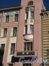 Восстания ул., д. 19. Доходный дом П. Т. Бадаева. Фрагмент фасада. Фото март 2014 г.