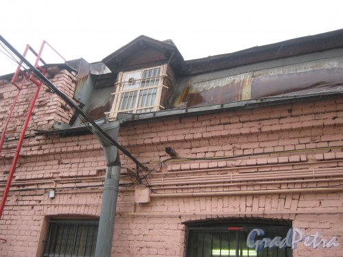 Ул. Черняховского, дом 63-65. Фрагмент здания на внутренней территории. Фото 12 июня 2013 г.