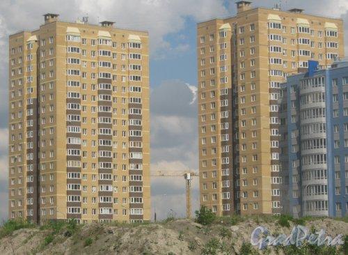 Ул. Доблести, дома 14 корпус 1 (слева) и корпус 2 (справа). Вид с Ленинского пр. Фото 30 мая 2013 г.