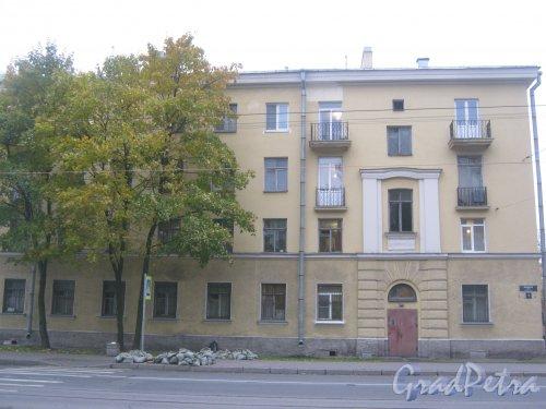 Мгинская ул., дом 9. Общий вид здания со стороны фасада. Фото 7 октября 2013 г.
