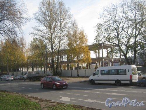 Ул. Якорная, дом 7, литера А. Общий вид перестраиваемого здания. Фото 17 октября 2013 г.