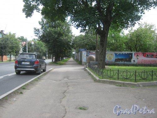 Лен. обл., Гатчинский р-н, г. Гатчина, ул. Чкалова. Перспектива в сторону начала улицы. Фото 22 августа 2013 г.