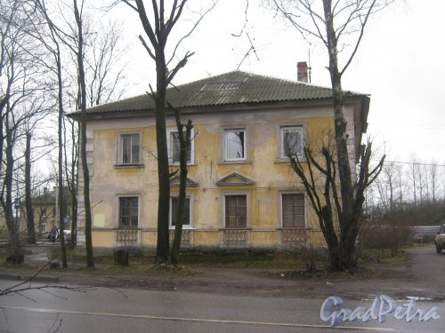 Лен. обл., Гатчинский р-н, г. Гатчина, ул. Григорина, дом 2. Общий вид здания. Фото 24 ноября 2013 г.