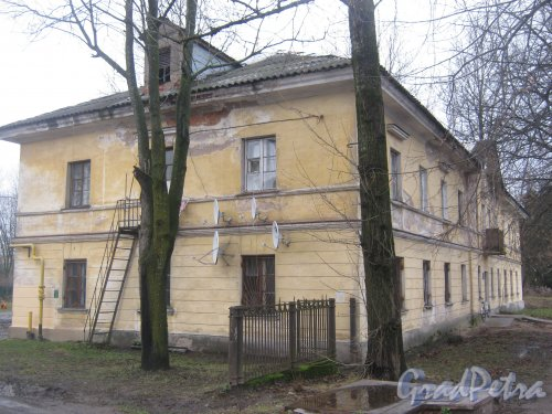 Лен. обл., Гатчинский р-н, г. Гатчина, ул. Григорина, дом 6. Вид со стороны дома 4. Фото 24 ноября 2013 г.