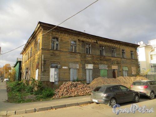 Г. Павловск, Госпитальная ул., дом 9. Фасад со стороны Госпитальной улицы. Фото 13 октября 2013 г.