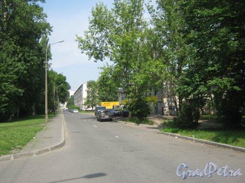 2-Комсомольская ул. Перспектива от дома 40, корпус 1 в сторону пр. Ветеранов. Фото 5 августа 2013 г.