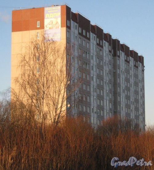 Лен. обл., Гатчинский р-н, г. Гатчина, ул. Чехова, дом 26. Общий вид здания. Фото 29 ноября 2013 г.