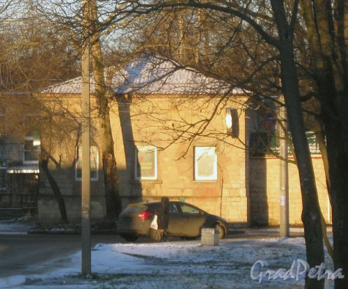 Лен. обл., Гатчинский р-н, г. Гатчина, ул. Радищева, дом 6а. Вид от дома 15а по Госпитальному пер. Фото 29 ноября 2013 г.