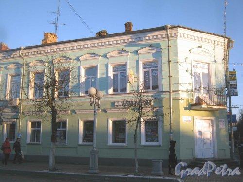 Лен. обл., Гатчинский р-н, г. Гатчина, ул. Соборная, дом 7. Вид со стороны дома 2. Фото 29 ноября 2013 г.