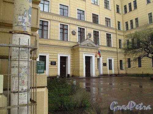 Красноармейская 2-я ул., д. 2. СПбГАСУ. Сквер перед входом в Главный корпус.. Фото май 2013 г.
