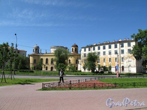 Гастелло ул., д. 15 Чесменский дворец и сквер со стороны ул. Ленсовета. Фото май 2013 г.