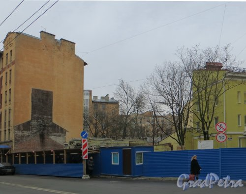 Ул. Комиссара Смирнова, дом 4. Участок дома после сноса. Фото 10 декабря 2013 года.