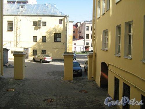 Подольская улица, дом 44. Отремонтировали дворик. Какая прелесть! Фото 2013 г.