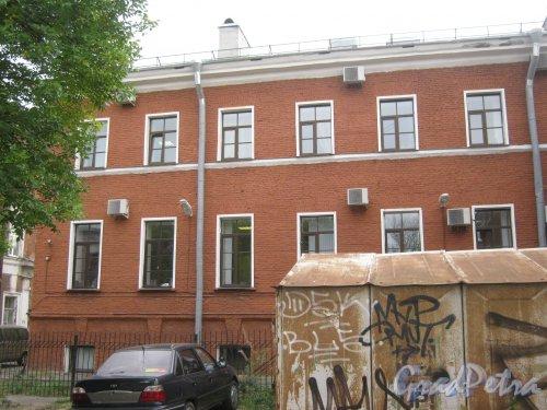 Рузовская ул., дом 16, литера А. Фрагмент здания (вид со стороны двора). Фото 12 сентября 2013 г.