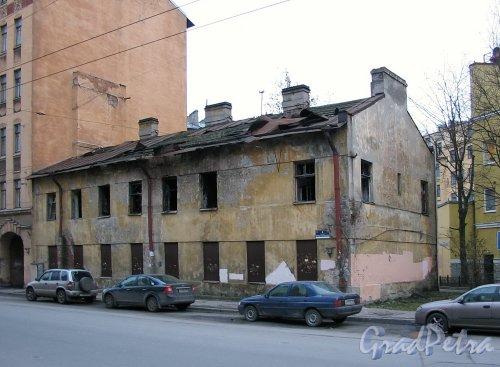 Ул. Комиссара Смирнова, д. 4. Общий вид. Фото ноябрь 2009 года.