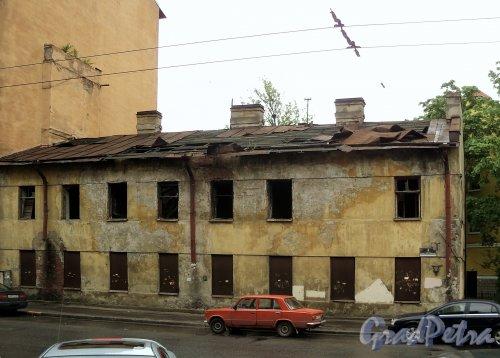 Ул. Комиссара Смирнова, д. 4. Фасад здания. Фото май 2010 года.
