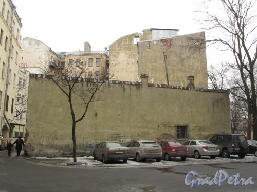 Улица Комиссара Смирнова, дом 4Б, литера Д. Брандмауэр со стороны дома 3А по Лесному проспекту. Фото 16 марта 2012 г.