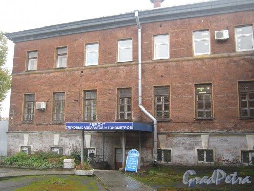 Рузовская ул., дом 16, литера А. Фрагмент здания со стороны двора. Фото 12 сентября 2013 г.