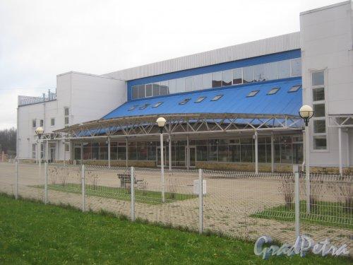 Лен. обл., Гатчинский р-н, г. Гатчина, ул. Генерала Кныша, дом 14а. Общий вид здания. Фото 24 ноября 2013 г.