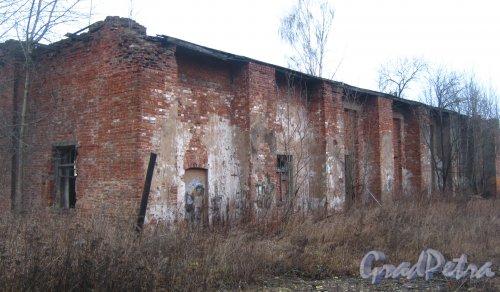 Лен. обл., Гатчинский р-н, г. Гатчина, ул. Генерала Кныша. Остатки строений бывшего аэродрома. Фото 24 ноября 2013 г.