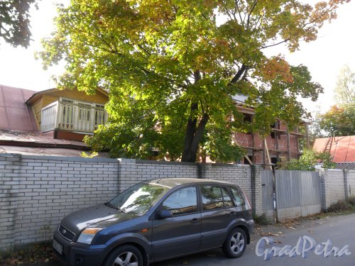Староорловская улица, дом 16. Фото 2 октября 2013 года.
