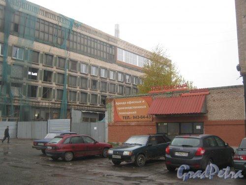 Ул. Маршала Говорова, дом 35, корпус 5. Общий вид здания со стороны дома 3, литера П. Фото 15 октября 2013 г.