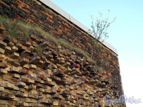 Петропавловская Крепость. Алексеевский равелин. Вид на стену равелина изнутри крепости. Фото май 2012 г.