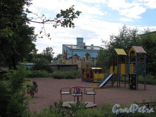 Промышленная ул., дом 20. Детский сад. Детская площадка и Детский сад. Фото июнь 2012 г.