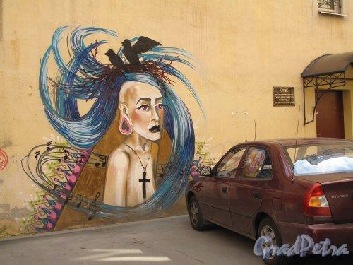 Моховая ул., д. 12. Доходный дом. Двор. Граффити. Фото июнь 2012 г.