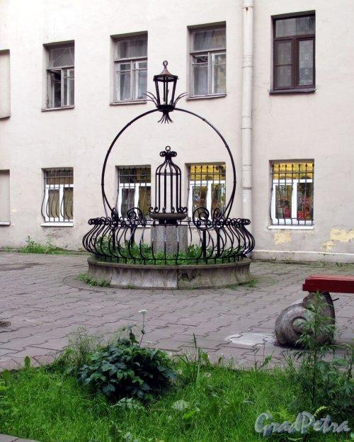 Комиссара Смирнова ул., д. 5/7жилой дом. Двор. Фото июль 2012 г.