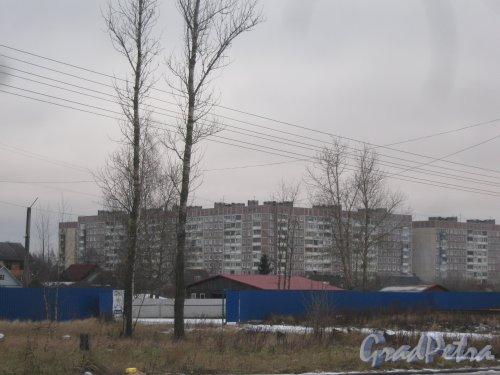 Красное Село (Горелово), ул. Коммунаров, дом 114. Общий вид здания с пересечения Заречной ул. и Аннинского шоссе. Фото 4 января 2014 г.