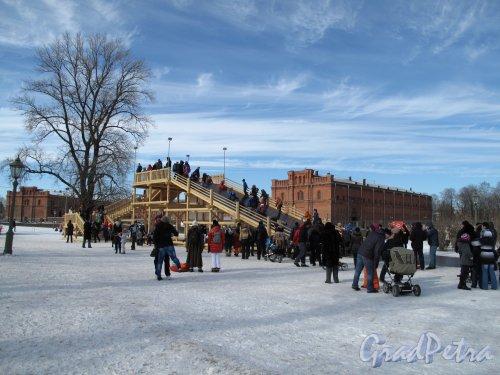 Петропавловская Крепость. Катальная горка на берегу Кронверки. Фото март 2013 г.