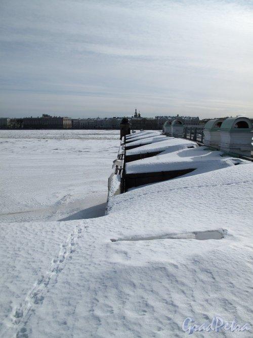 Петропавловская Крепость, Невская куртина под снегом. Фото март 2013 г.