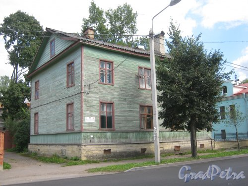 Лен. обл., Гатчинский р-н, г. Гатчина, ул. Чкалова, дом 69. Общий вид здания. Фото август 2013 г.