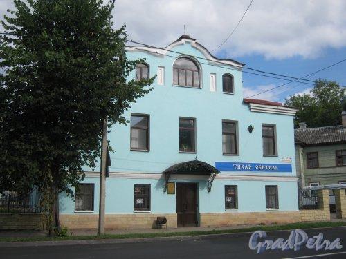 Лен. обл., Гатчинский р-н, г. Гатчина, ул. Чкалова, дом 67. Общий вид здания. Фото август 2013 г.