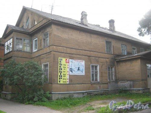 Лен. обл., Гатчинский р-н, г. Гатчина, ул. Чкалова, дом 58. Общий вид здания. Фото август 2013 г.