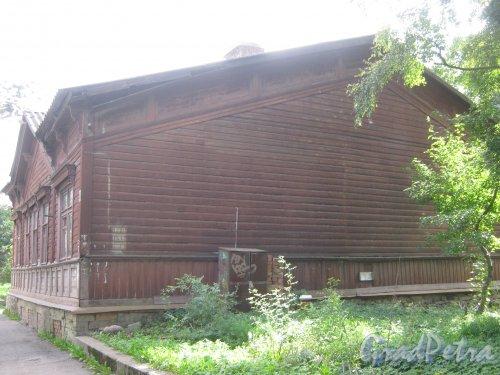 Лен. обл., Гатчинский р-н, г. Гатчина, ул. Чкалова, дом 48. Общий вид здания. Фото август 2013 г.