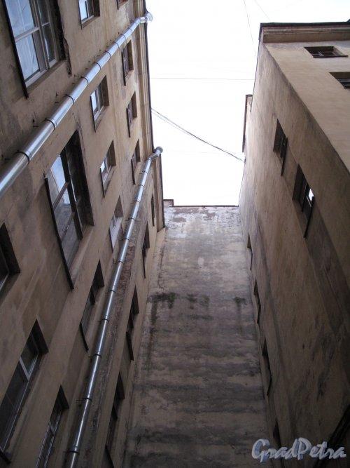 ул. Чехова, д. 4. Доходный дом. Фрагмент двора. Фото декабрь 2013 г.